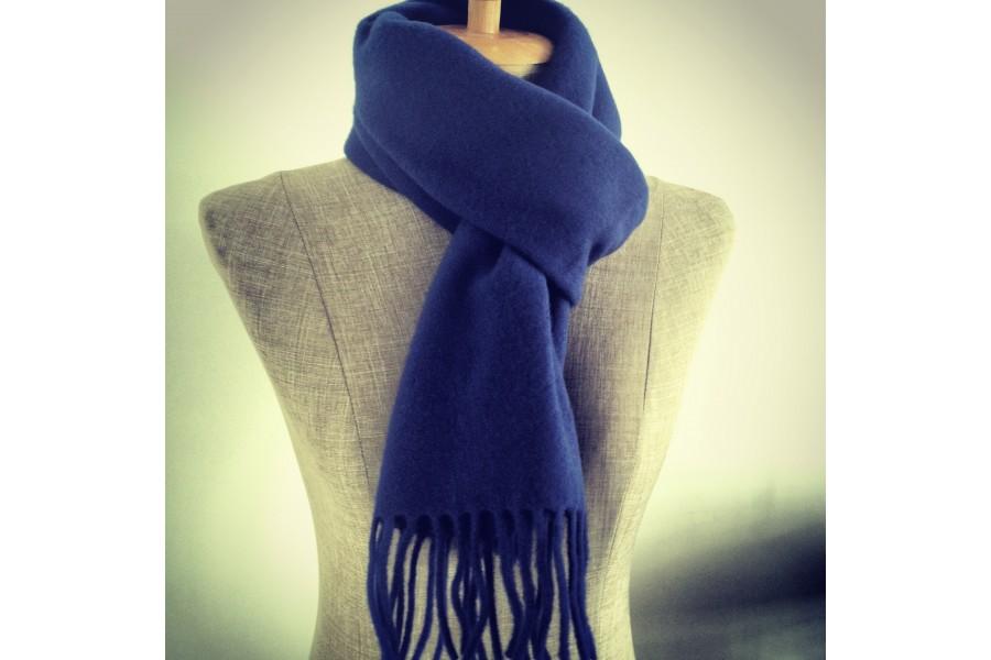 Écharpe bleu indigo et noire en laine homme femme 666ec8ac546