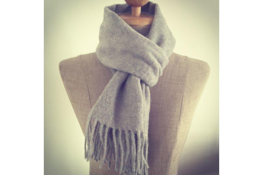 0638a8aaf93 Echarpe grise laine echarpe etole femme