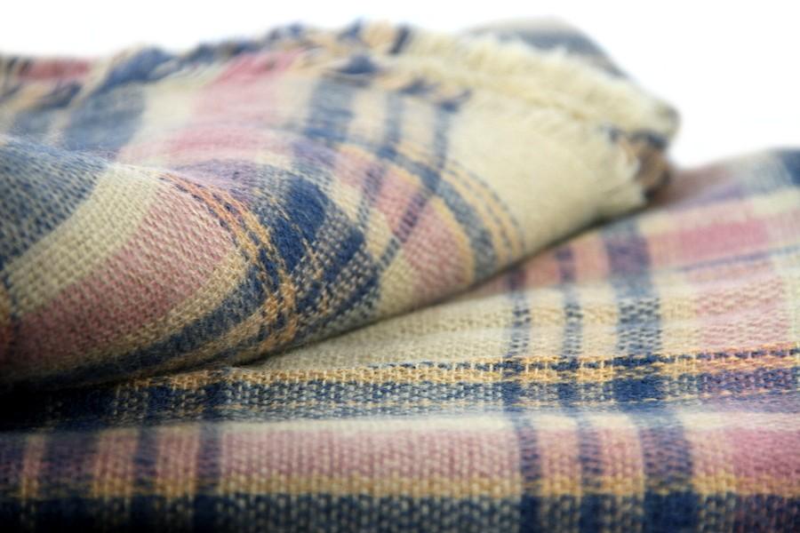 Charpe en laine carreaux beiges for Pourquoi ecossais portent kilt
