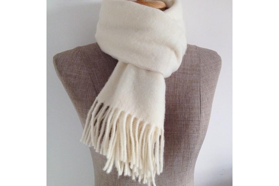5cbd1aa62310 Echarpe beige laine   Lafermemaillard
