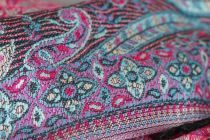 Grande et grosse écharpe colorée très douce