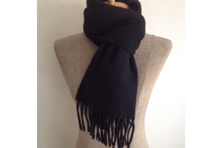 Echarpe noir en laine echarpe etoile femme   Travauxchezvous df4cb644726