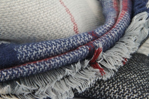 Grosse charpe en laine rouge et beige - Grosse echarpe plaid ...