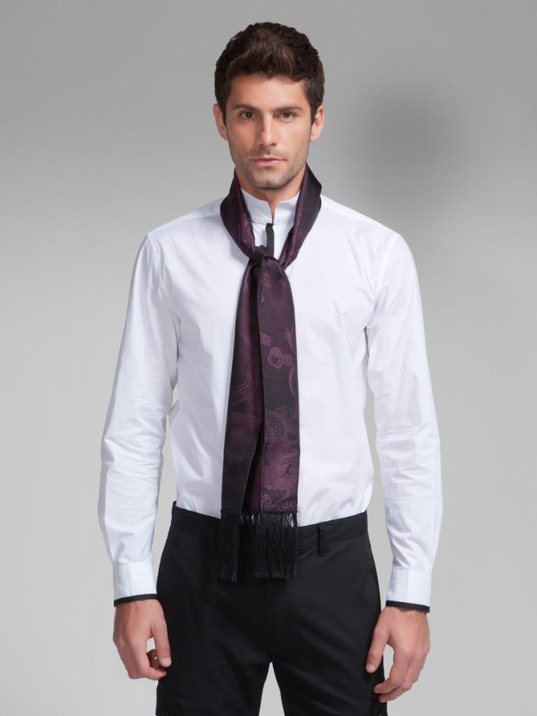 comment porter une charpe d 39 homme avec une chemise sous. Black Bedroom Furniture Sets. Home Design Ideas