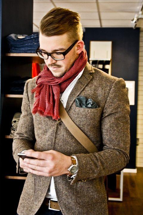 look homme avec echarpe