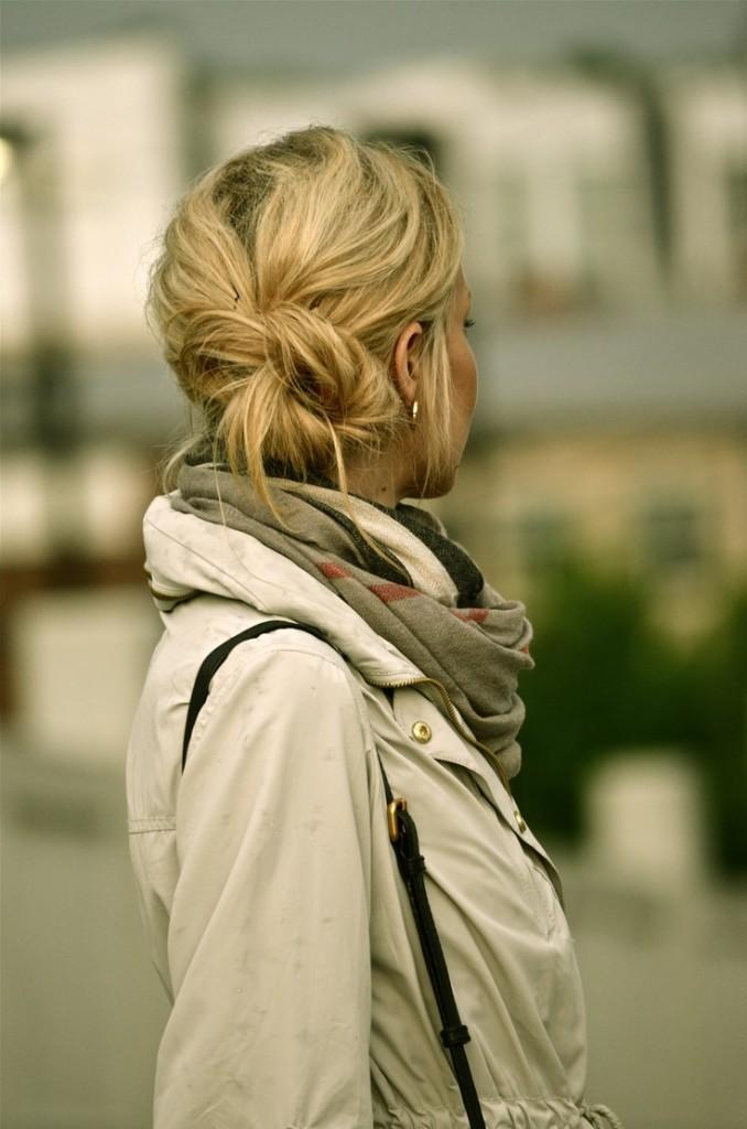 nouer une echarpe autour du cou