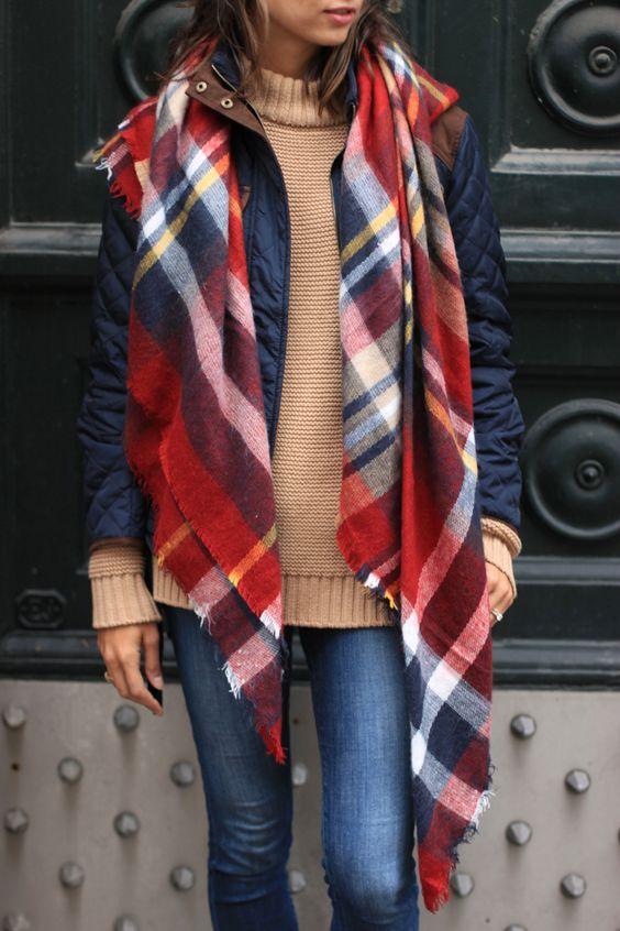 s'habiller avec une écharpe plaid d'hiver