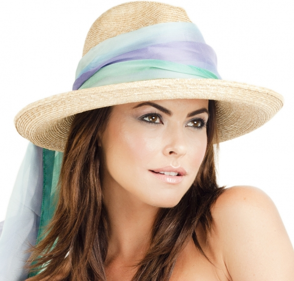 foulard autour chapeau