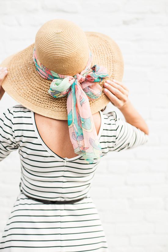 nouer foulard autour chapeau