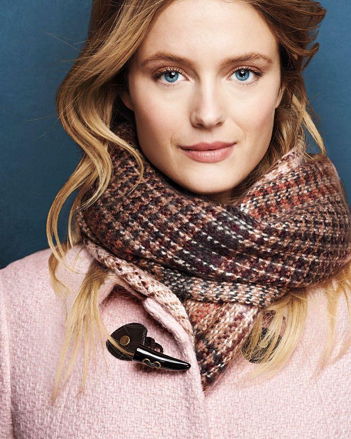 Comment porter et nouer une charpe pour femme - Nouer une echarpe ...