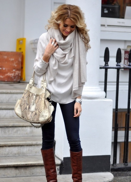 porter nouer grand foulard