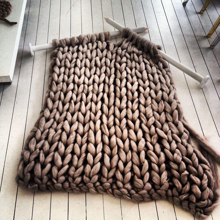 comment tricoter une charpe en laine volant e volant. Black Bedroom Furniture Sets. Home Design Ideas